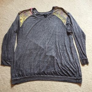 Torrid size 3 women's lightweight top